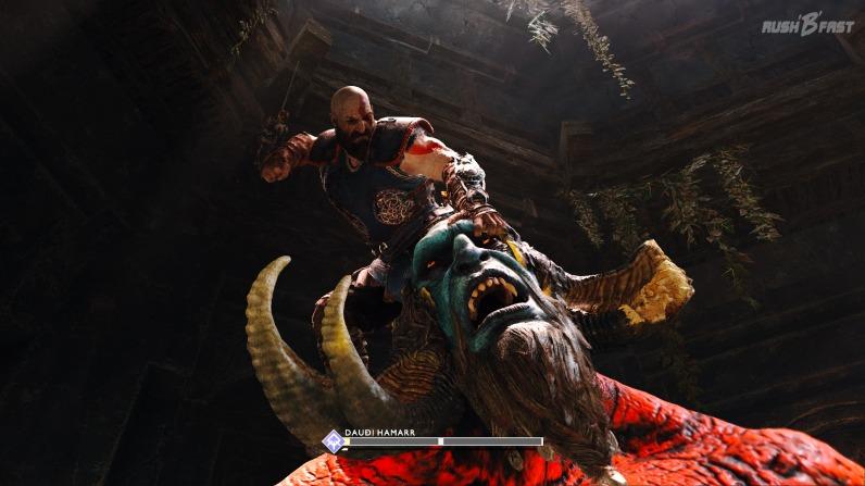 God of War (2018): Kratos bezwingt den Troll Daudi Hamarr.