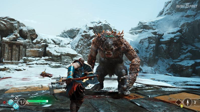 God of War (2018): Kratos im Kampf mit einem Oger.