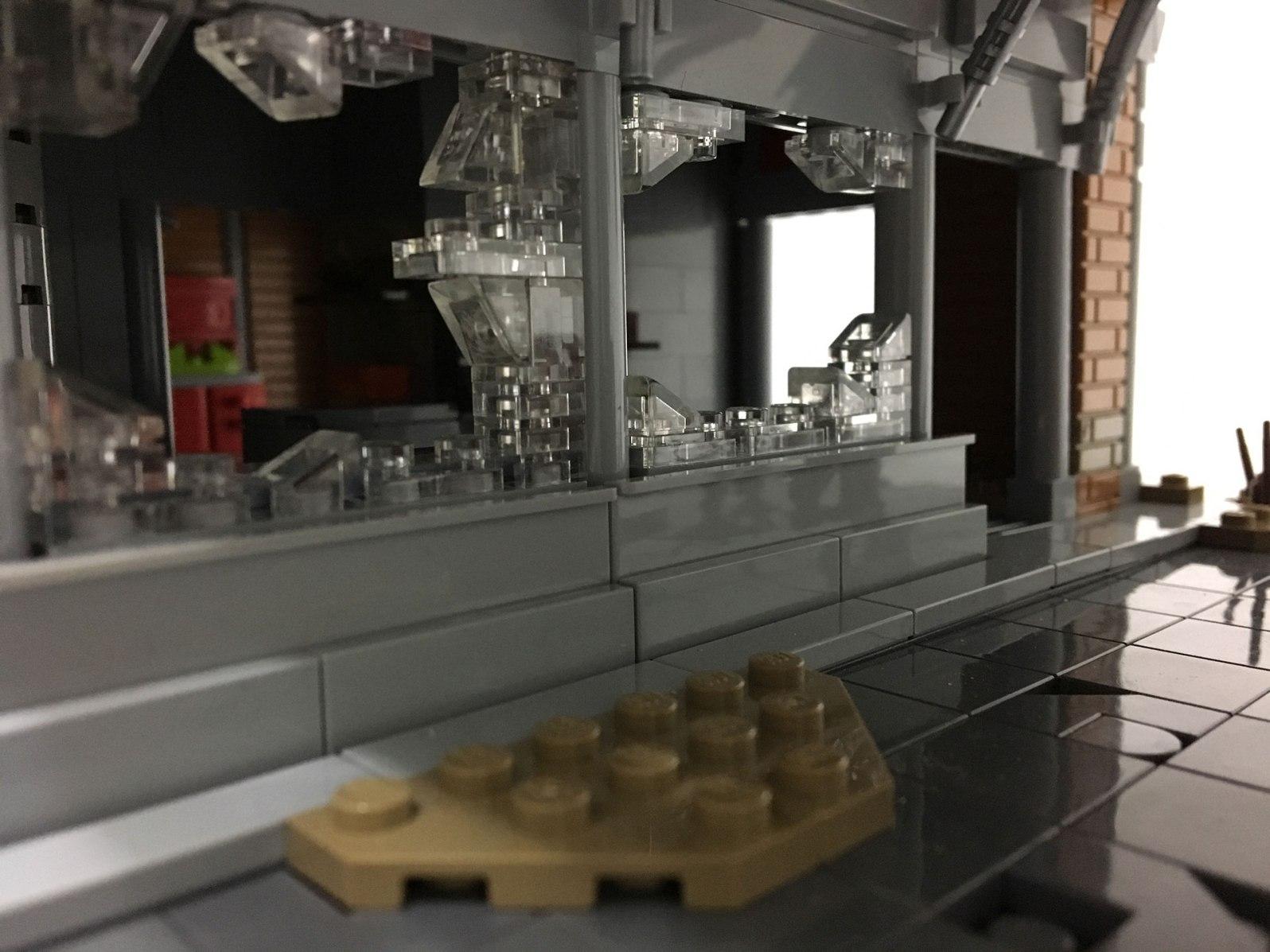Allan Corbeil - Fallout 4 - LEGO Red Rocket Tankstelle - Fenster