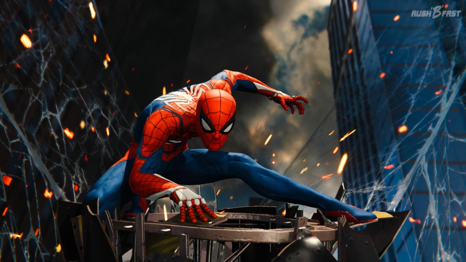 Spider-Man spinnt herabstürzende Trümmer ein.
