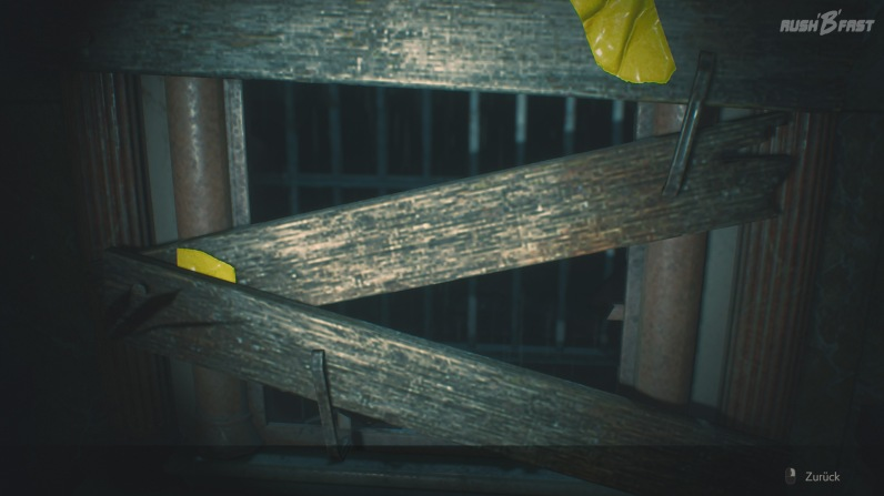 Resident Evil 2 - Fenster mit Holzbrettern verbarrikadiert