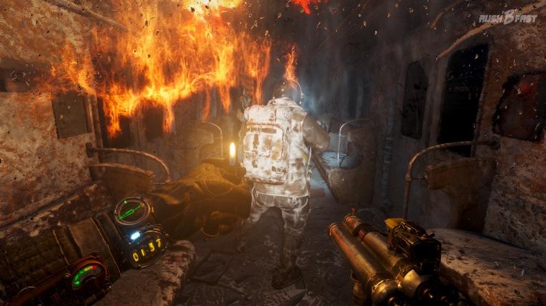Metro Exodus - Neben dem Licht, welches uns das Feuerzeug bietet, können wir auch die herabhängenden Spinnennetze verbrennen, um schneller voran zu kommen.